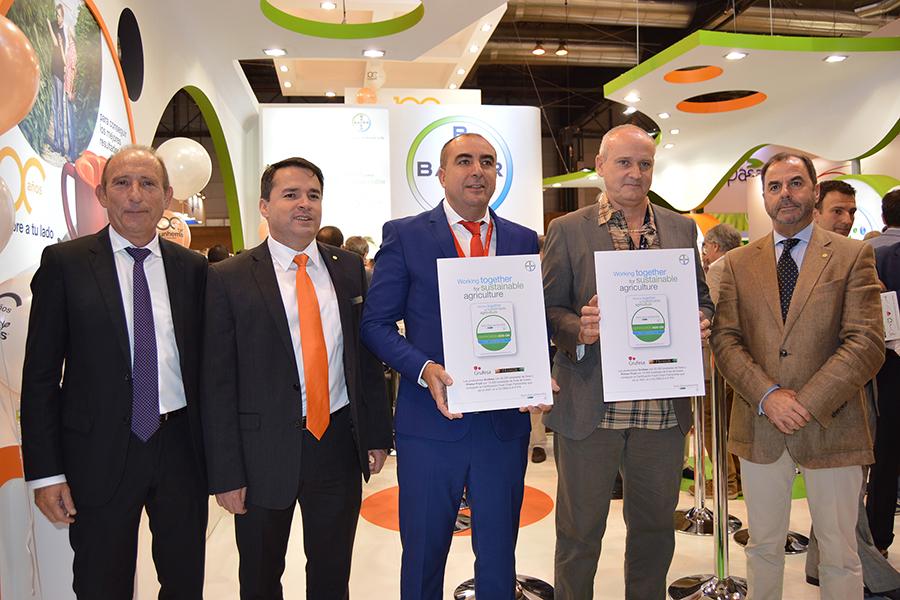Grufesa, primera empresa del mundo que logra certificar toda su producción con Food Chain Partnership de Bayer