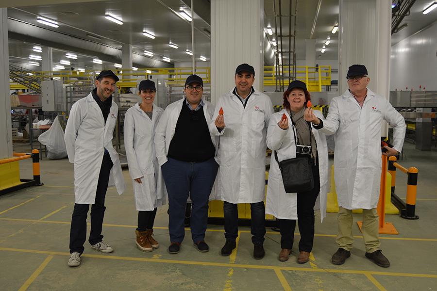 La influyente blogger francesa Cricri visita Grufesa para conocer los fases de producción de la fresa