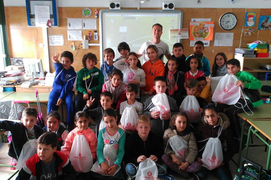 Grufesa enseña a alumnos de Moguer y Mazagón a comer de una forma saludable en la segunda unidad didáctica de 'Cultiva tus valores'